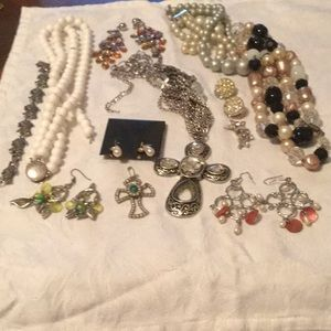 🦋Cool Mystery Bundle Lot Assorted Broken Jewelry